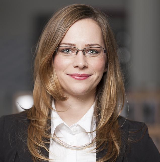 Portrait Gerli Kinz e-concierge Kärnten Niederlassung Vertretung 2015 Partner Blog eblog red